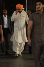 Navjot Singh Sidhu snapped at airport on 4th Sept 2016 (16)_57cd627da8a0b.JPG