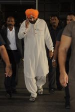 Navjot Singh Sidhu snapped at airport on 4th Sept 2016 (17)_57cd627e87dce.JPG