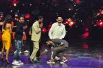 Prabhu Deva with his father on the sets of Star Plus_s Dance Plus on 4th Sept 2016 (24)_57cd63650340c.JPG
