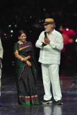 Prabhu Deva with his father on the sets of Star Plus_s Dance Plus on 4th Sept 2016 (29)_57cd63680972d.JPG