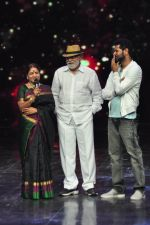 Prabhu Deva with his father on the sets of Star Plus_s Dance Plus on 4th Sept 2016 (4)_57cd635bcc901.JPG