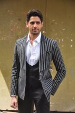Sidharth Malhotra on the sets of Voice India Kids on 4th Sept 2016 (34)_57cd640e6a361.JPG