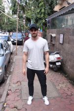 Sooraj Pancholi snapped in Bandra on _th Sept 2016 (11)_57cd63dbe053e.JPG