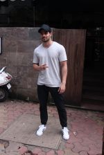 Sooraj Pancholi snapped in Bandra on _th Sept 2016 (2)_57cd63d497788.JPG