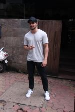 Sooraj Pancholi snapped in Bandra on _th Sept 2016 (3)_57cd63d539144.JPG