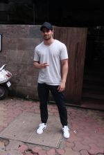 Sooraj Pancholi snapped in Bandra on _th Sept 2016 (4)_57cd63d5dfdda.JPG