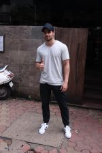 Sooraj Pancholi snapped in Bandra on _th Sept 2016 (5)_57cd63d73ae61.JPG