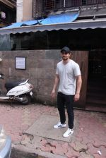 Sooraj Pancholi snapped in Bandra on _th Sept 2016 (9)_57cd63da6cc08.JPG