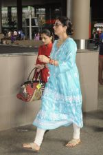 Tabu snapped at airport on 4th Sept 2016 (11)_57cd628c7a6fd.JPG