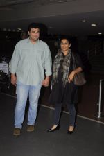 Vidya Balan, Sidharth Roy Kapoor snapped at airport on 4th Sept 2016 (6)_57cd62bda3a78.JPG