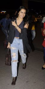 Shraddha Kapoor snapped at airport on 5th Sept 2016 (32)_57ce6a664e76b.JPG