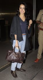 Shraddha Kapoor snapped at airport on 5th Sept 2016 (34)_57ce6a6a669b8.JPG