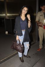 Shraddha Kapoor snapped at airport on 5th Sept 2016 (35)_57ce6a6c4868d.JPG