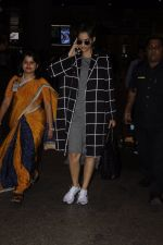 Sonam Kapoor snapped at airport on 5th Sept 2016 (15)_57ce6a78d5a02.JPG