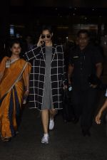 Sonam Kapoor snapped at airport on 5th Sept 2016 (17)_57ce6a7ce1d9c.JPG