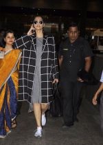 Sonam Kapoor snapped at airport on 5th Sept 2016 (19)_57ce6a805b887.JPG