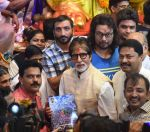 Amitabh Bachchan at Lalbaug ka raja on 6th Sept 2016 (3)_57cfbbdbf02a2.JPG