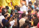 Amitabh Bachchan at Lalbaug ka raja on 6th Sept 2016 (7)_57cfbbb515f60.JPG