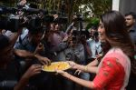 Shilpa Shetty Ganpati visarjan on 6th Sept 2016 (44)_57cfb7dc823bc.JPG