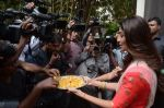 Shilpa Shetty Ganpati visarjan on 6th Sept 2016 (45)_57cfb7de3cc91.JPG