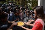 Shilpa Shetty Ganpati visarjan on 6th Sept 2016 (47)_57cfb7e16d98f.JPG