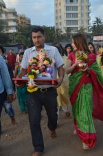 Suzanne Khan_s Ganpati Visarjan on 6th Sept 2016 (23)_57cfb8c8c39eb.JPG