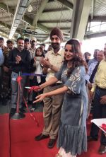 Tisca Chopra unveiling a metro train , here she_s seen wearing an outfit from Myoho by Kiran and Meghna on 6th Sept 2016 (4)_57cf993a9d66b.JPG