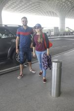 Yuvraj Singh snapped at airport on 6th Sept 2016 (3)_57cfb8aac7f87.JPG