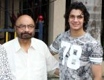 govind nihlani & avitesh shrivastava at Late Aadesh Shrivastava Chowk inauguration in Andheri W on 6th Sept 2016_57cf9cfba41d6.jpg