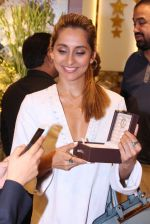 Anusha Dandekar during the launch of India_s first customized gold coin store IBJA Gold, in Mumbai on 7th Sept 2016 (1)_57d10f263ee95.JPG