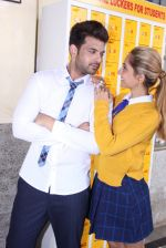 Anusha Dandekar, Karan Kundra at the promo shoot of upcoming season 2 of MTV_s Love school on 7th Sept 2016 (38)_57d1102f5caf2.JPG