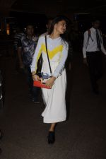 Jacqueline Fernandez snapped at airport on 7th Sept 2016 (15)_57d1101f957d3.JPG
