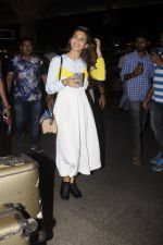 Jacqueline Fernandez snapped at airport on 7th Sept 2016 (8)_57d1100eb8fda.JPG