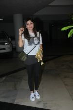 Kanika Kapoor at Manish Malhotra_s house on 6th Sept 2016 (2)_57d10045b126a.jpg
