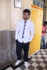 Karan Kundra at the promo shoot of upcoming season 2 of MTV_s Love school on 7th Sept 2016 (36)_57d1105a14af0.JPG