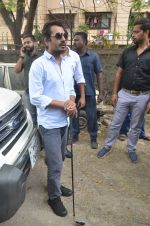 Nawazuddin Siddiqui promote their forthcoming film Freaky Ali by playing golf on the streets of Mumbai on 7th Sept 2016 (15)_57d10ce4908a1.JPG