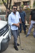 Nawazuddin Siddiqui promote their forthcoming film Freaky Ali by playing golf on the streets of Mumbai on 7th Sept 2016 (20)_57d10d131cba6.JPG