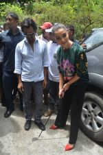 Nawazuddin Siddiqui, Amy Jackson promote their forthcoming film Freaky Ali by playing golf on the streets of Mumbai on 7th Sept 2016 (1)_57d10d1bbbc16.JPG