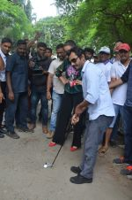 Nawazuddin Siddiqui, Amy Jackson promote their forthcoming film Freaky Ali by playing golf on the streets of Mumbai on 7th Sept 2016 (15)_57d10d6c5fb67.JPG