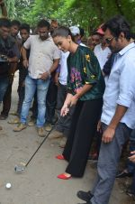 Nawazuddin Siddiqui, Amy Jackson promote their forthcoming film Freaky Ali by playing golf on the streets of Mumbai on 7th Sept 2016 (24)_57d10d7559281.JPG