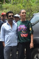 Nawazuddin Siddiqui, Amy Jackson promote their forthcoming film Freaky Ali by playing golf on the streets of Mumbai on 7th Sept 2016 (35)_57d10d53ae399.JPG