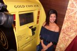 Nimrat Kaur during the launch of India_s first customized gold coin store IBJA Gold, in Mumbai on 7th Sept 2016 (14)_57d10f988a8f4.JPG