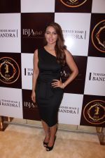 Sana Khan during the launch of India_s first customized gold coin store IBJA Gold, in Mumbai on 7th Sept 2016 (51)_57d10fbf3ecd0.JPG