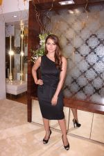 Sana Khan during the launch of India_s first customized gold coin store IBJA Gold, in Mumbai on 7th Sept 2016 (62)_57d10fc4a73f8.JPG