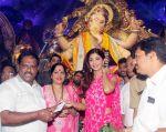 Shilpa Shetty Visit At Chinchpokli Cha Chintamani on 7th Sept 2016 (11)_57d10200e7a29.jpg