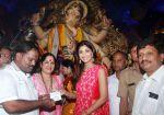 Shilpa Shetty Visit At Chinchpokli Cha Chintamani on 7th Sept 2016 (12)_57d102088e72b.jpg