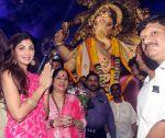 Shilpa Shetty Visit At Chinchpokli Cha Chintamani on 7th Sept 2016 (7)_57d101f2e2994.jpg
