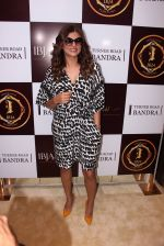 Sushmita Sen during the launch of India_s first customized gold coin store IBJA Gold, in Mumbai on 7th Sept 2016 (29)_57d11db57c32b.JPG