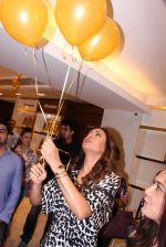 Sushmita Sen during the launch of India_s first customized gold coin store IBJA Gold, in Mumbai on 7th Sept 2016 (42)_57d10fe05bbaa.JPG