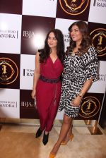 Sushmita Sen, Preity Zinta during the launch of India_s first customized gold coin store IBJA Gold, in Mumbai on 7th Sept 2016 (14)_57d10ff708554.JPG